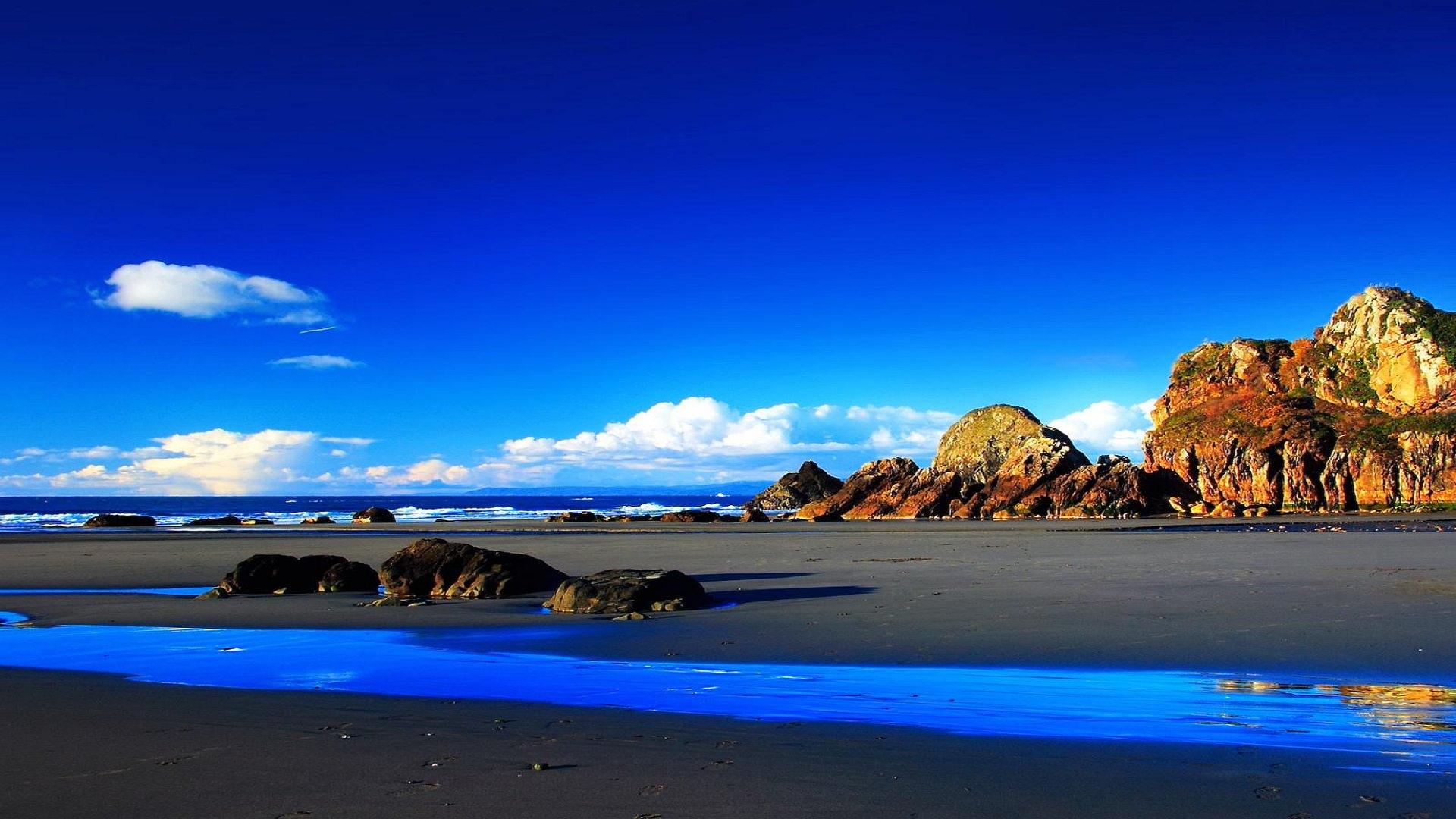 Чёрный песок и голубой океан пляж песок море вода