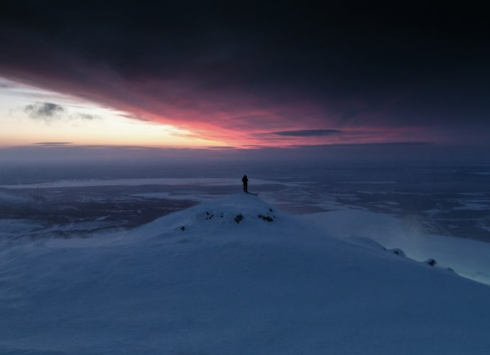 На пороге нового дня рассвет горы