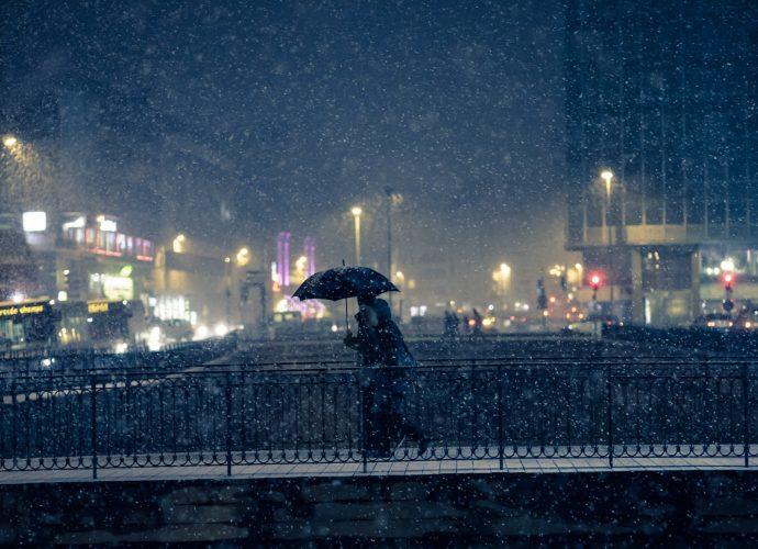 Ночные прогулки под зонтом ночь дождь город