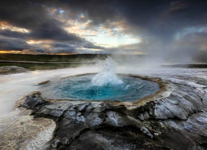 Горячий источник море закат вода