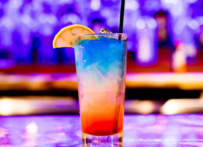 Красочный коктейль напитки коктейль алкоголь