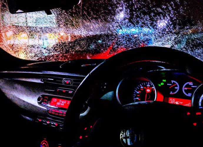 Ночные гонки ночь дождь автомобиль