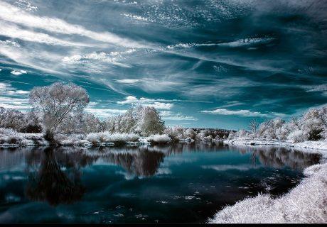Отражение в воде река озеро облака небо лес вода