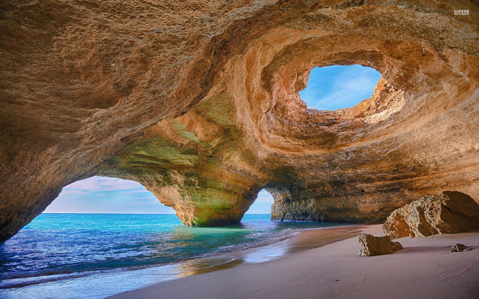 Пещеры на пляже пляж море