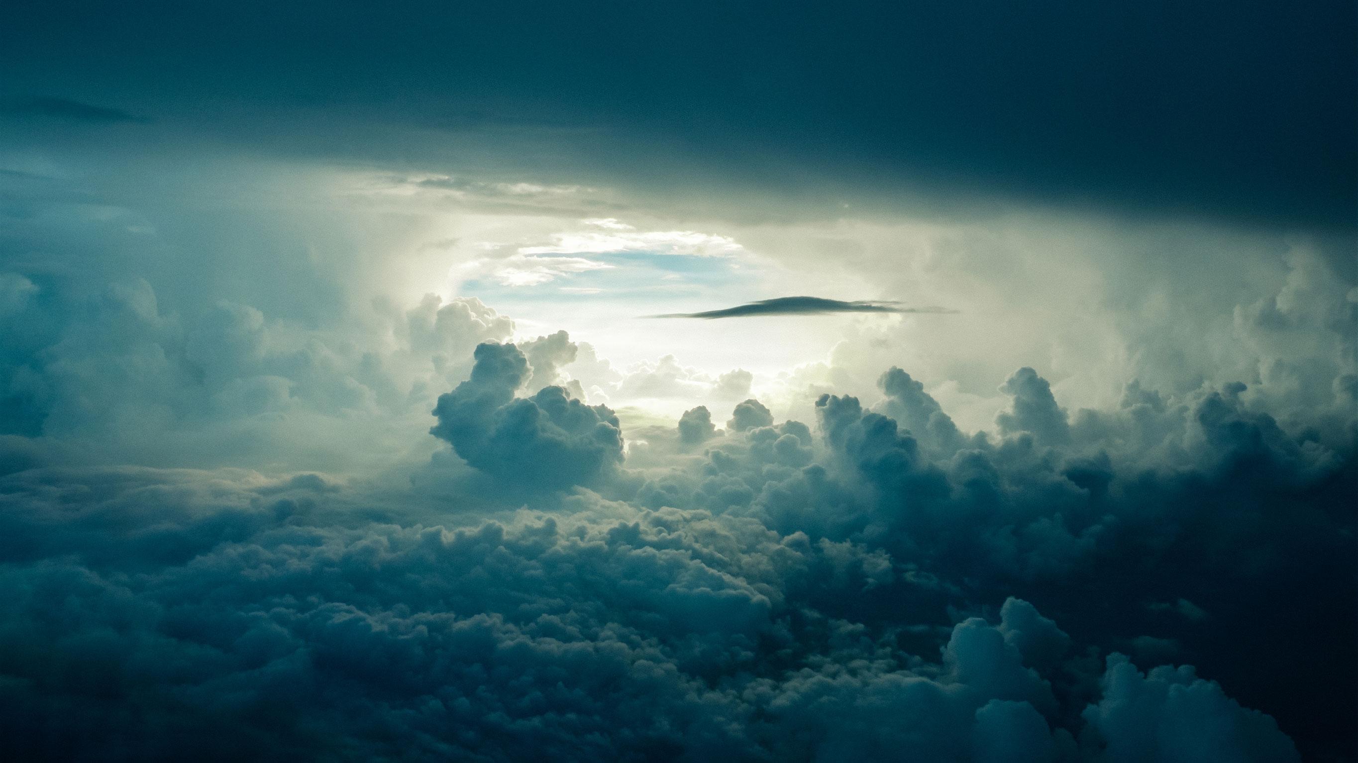 В небе над Хошимином облака небо