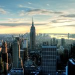 Вид на Эмпайр Стейт Билдинг Нью-Йорк небоскребы закат город