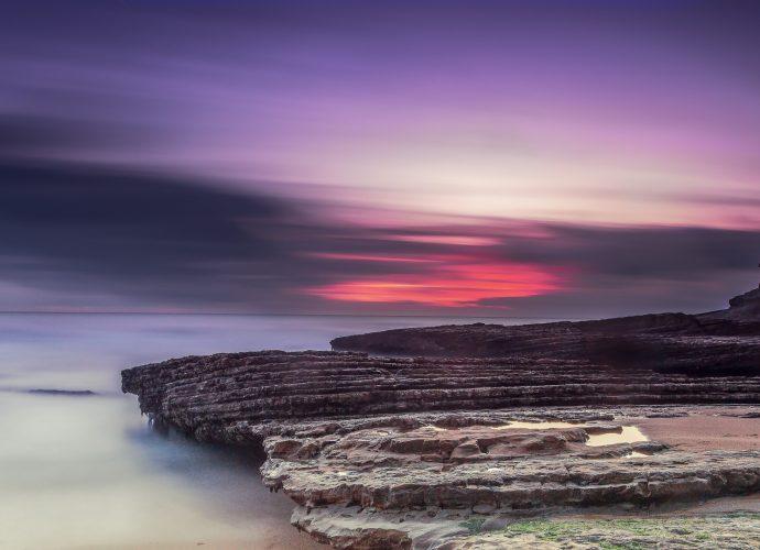 Закат на побережье море закат горы