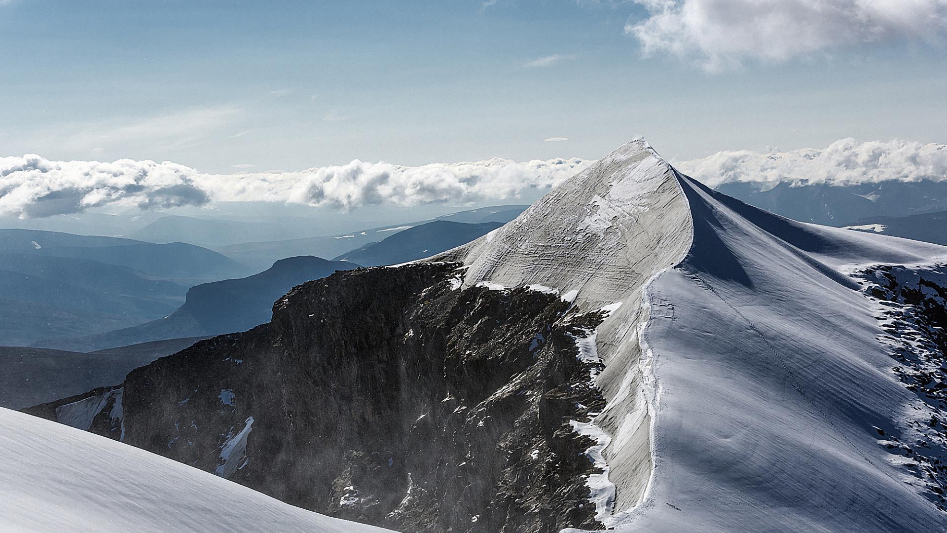 Горный пик зимой снег зима гора