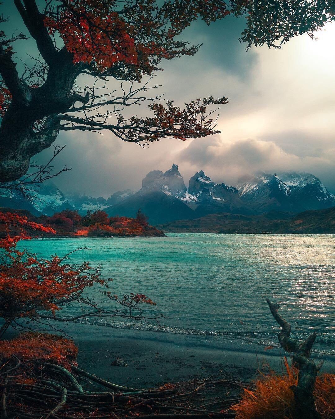 Осенние горы и озеро осень озеро горы вода