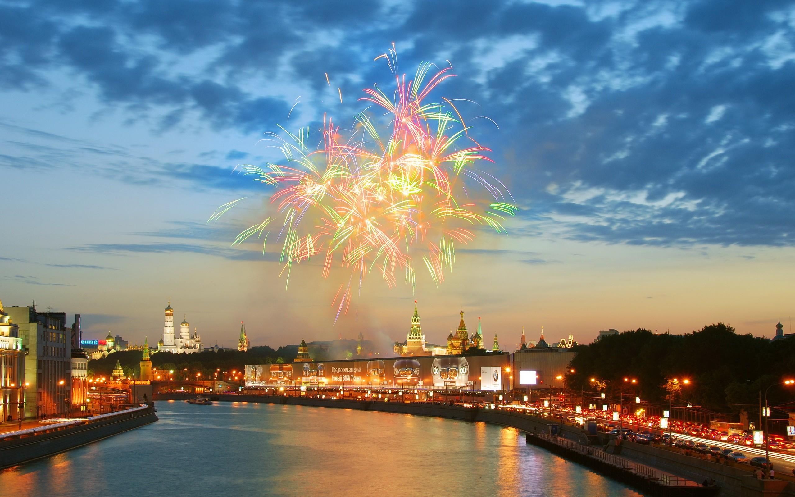Салют над Москвой салют река ночь Москва