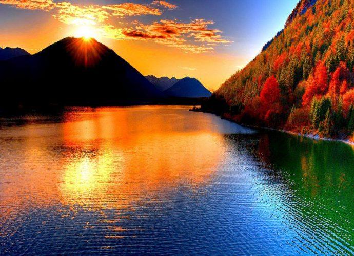 Восход на горном озере осень озеро лес горы
