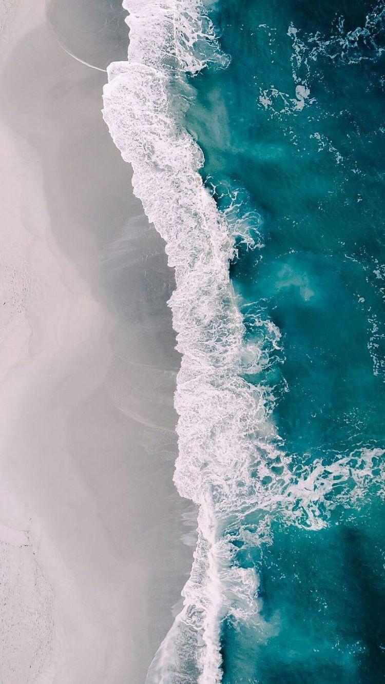 Завораживающая красота прибоя пляж море