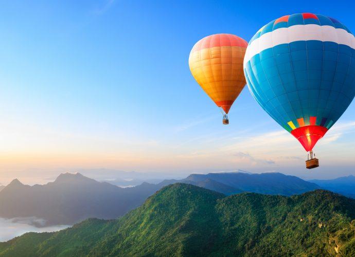 Воздушные шары в горах небо горы воздушный шар