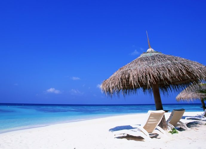 Пустынный пляж пляж море