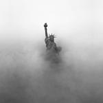 Статуя Свободы туман США