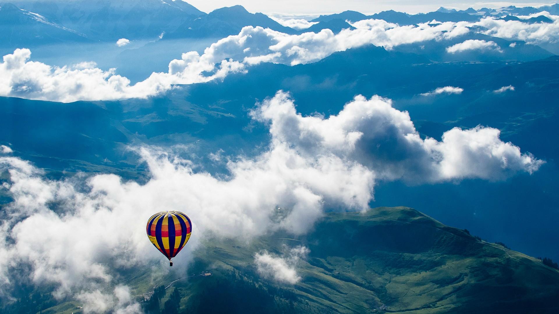 Воздухоплаватели облака небо горы воздушный шар