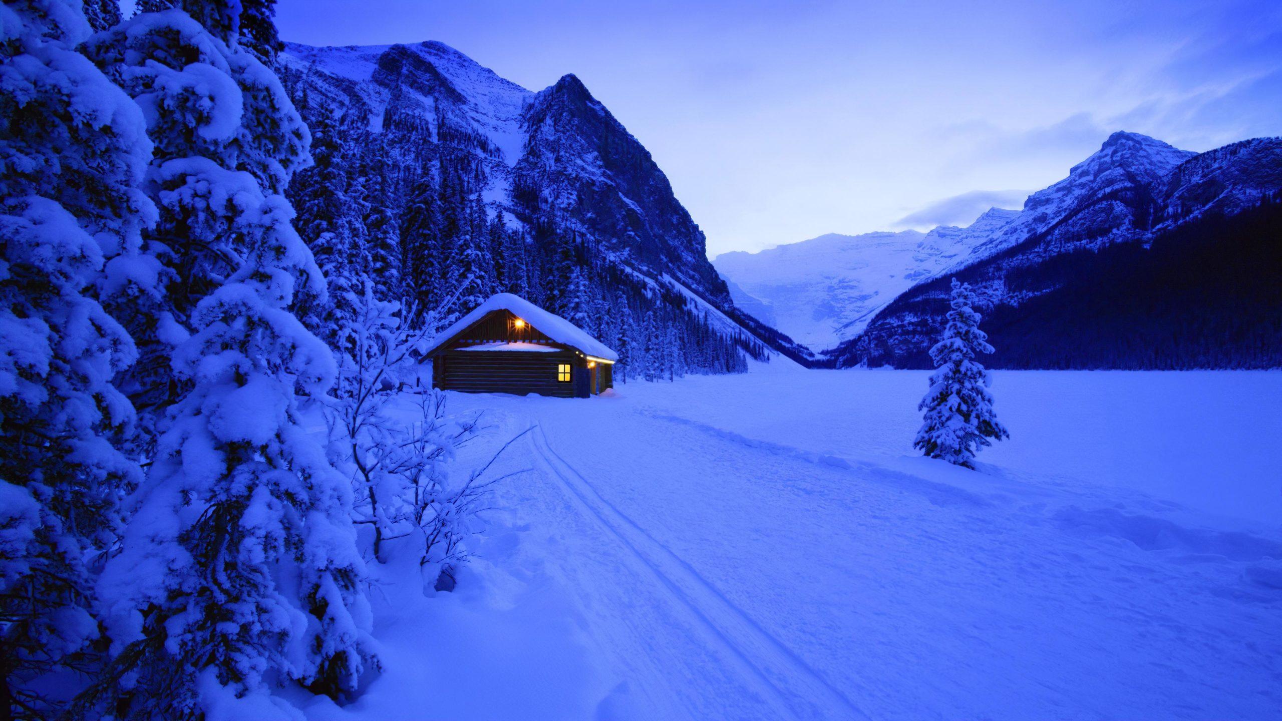 Одинокий дом в горах снег ночь лес зима горы