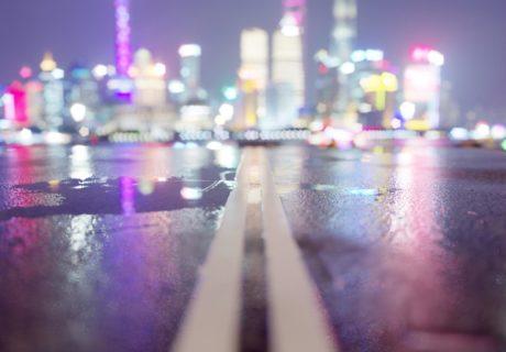 Дорога в Шанхай Шанхай ночь небоскребы Китай дорога дождь город